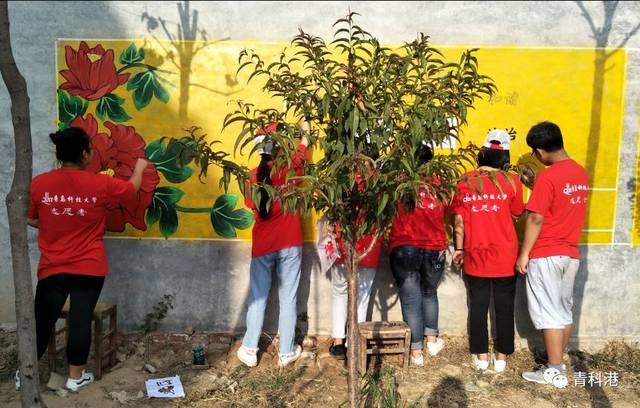 和中国梦以及社会主义核心价值观为内容在墙体上绘画,不仅美化了乡村
