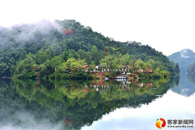 陡水湖风景区位于上犹的避暑山城陡水镇.