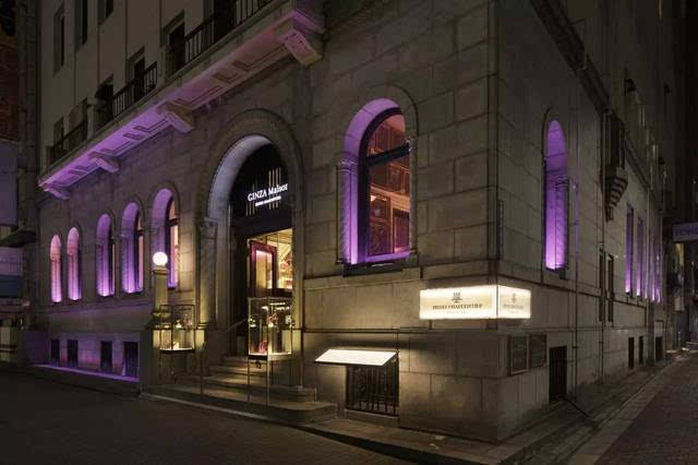 最豪华的银座地段,光是店面的大门就让人感受到了浓浓的欧式风氛围.