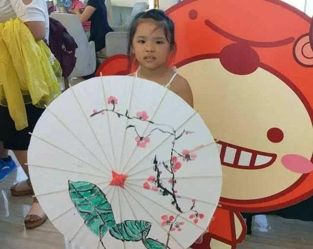 """创意""""彩绘油纸伞diy""""活动 是给孩子们一份最好的礼物!"""