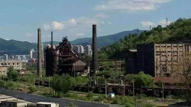 风景如画的本溪湖老城在所谓的城市改造中被彻底毁灭,更是人类历史上