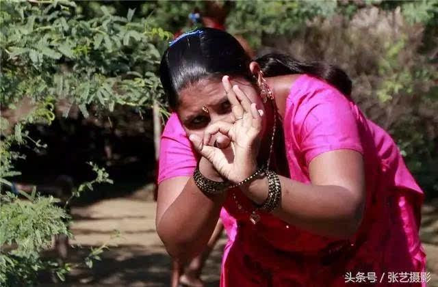 印度德里路边野妓店,情景看了让人揪心图片