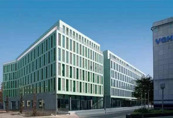由承重结构,外墙,内部结构和建筑设备组成.基本构件:楼板5.00mx2.