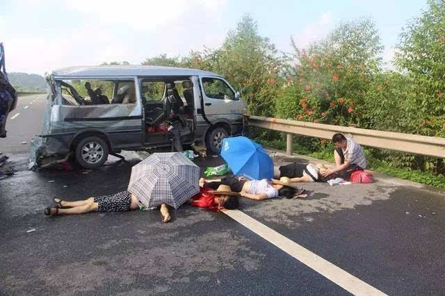 车祸死亡_突发 广西高速路今晨发生2起车祸,至少8人死亡10人受伤!