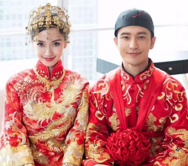 正因为如此精耕细作, 很多明星都会请郭培 担纲设计婚礼上的中式婚服图片