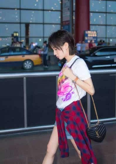 王子文暴露了女星机场街拍照全是摆拍 长腿原来都是假的 娱乐频道图片