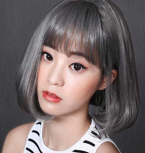 齐肩式梨花头短发也是今年一大流行款式,在发尾位置烫一道内扣,立马时