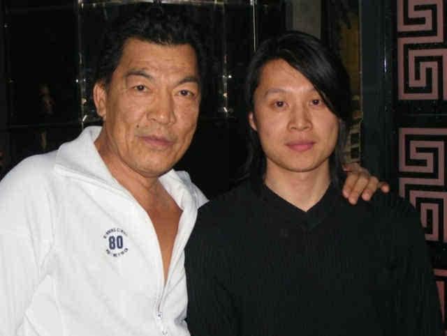 一直到1978年,已经23岁的成奎安被导演李修贤挖掘,成了一名正式的演员