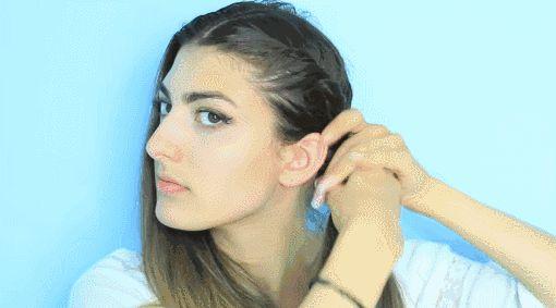 1,首先将前面的头发编成刘海编发,或者是拧转编发,一直到耳朵以下.