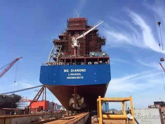 全新商业模式!中集自主设计1000teu集装箱船首制船下水