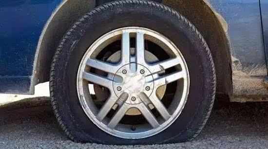 而对轮胎本身来说,性能不达标如气压不标准,轮胎老化,或者在行驶中图片