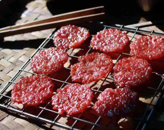 白嫩少妇狠狠地撸_如果你喜欢东南亚,一定要撸一盘这个哦 现烤猪肉脯 是一款有逼格的