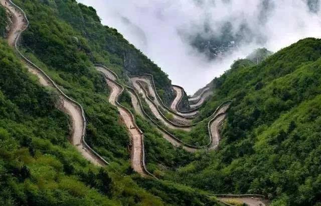 太行山巅上,一个400年的古村庄,一条太行第一天路!美绝了!