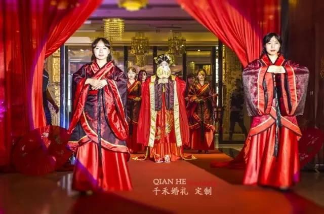 婚纱礼服|中式嫁衣这么美,你怎么可以不知道!图片