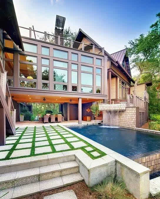 别墅庭院还设计成花园?早落伍了,看看别人是怎么做的吧!