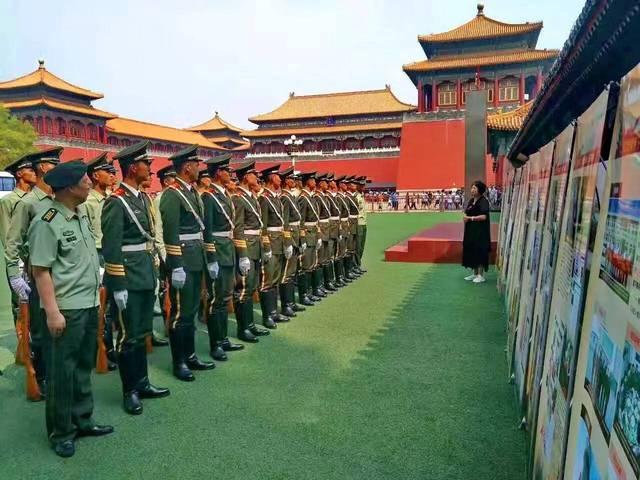 """将红嫂文化博物馆的主要内容制成展板,以""""流动展馆""""的形式带进部队."""