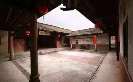 带有圆柱体建筑物-梅州有哪些特色建筑图片