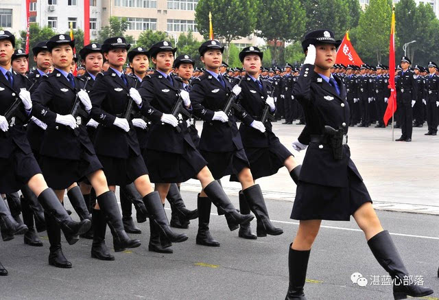 河南警察学院女警方阵首次亮相,用她们的高颜值,高担当惊艳四方,谁说