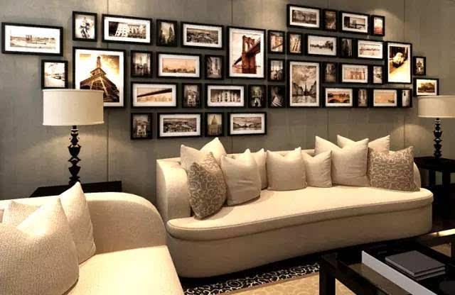 沙发背后这片墙面比较开阔,如果想做密集感的照片墙效果首选此块区域