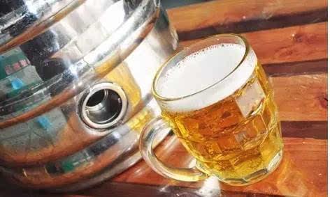 扬州第五届青岛啤酒节 劲酷冰爽的青岛大杯扎啤在等着你哦~ 1 /2 本次
