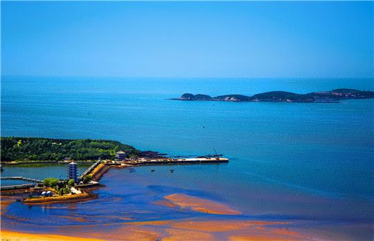 海面上有浦岛,小青岛,竹岛,琵琶岛等,经翠环屏,渔歌相伴,堪称海世泽国