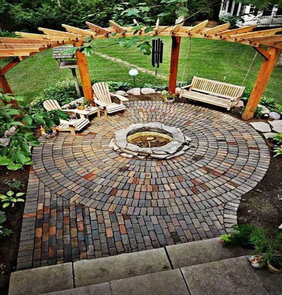 古代人主要用的是青砖,这在大多数古典园林以及新中式园林中可以见到.图片