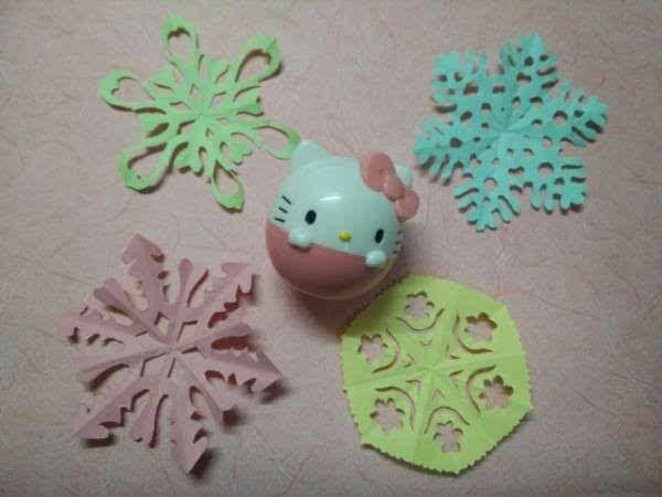 纸艺教程:漂亮的小雪花剪纸方法图解