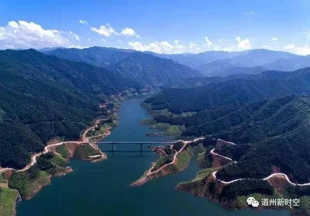 书香意境背景囹�a_约起:蓝天白云,青山绿水,看涔天河大坝蓄水后有多美!