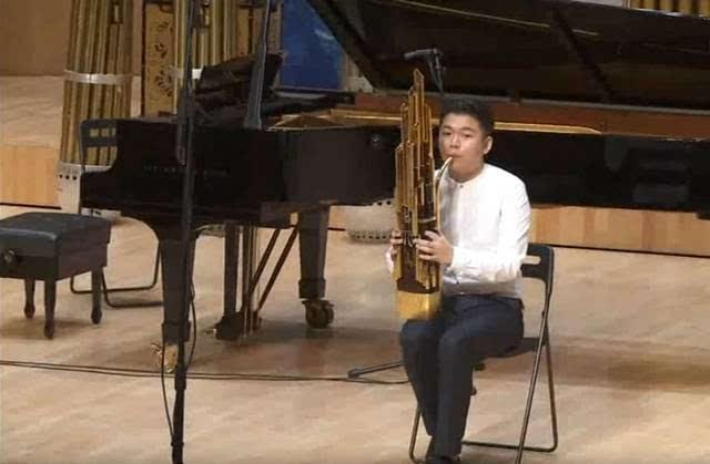 ��_视频| 笙艺术节优秀选手音乐会--键笙独奏《山地钟声》演奏:曾俊力