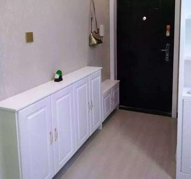 入户的鞋柜,地方小,就做了这种