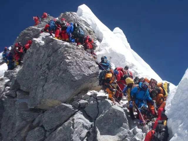 珠穆朗玛峰的a世界:每年12吨的世界排泄物是登上巨量之巅的三星s7562i机教程刷图片
