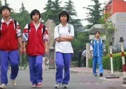 都说中国校服丑?但韩国学生表示好想穿!