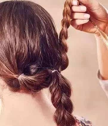 35岁左右的女人这样扎头发,牢牢绑住男人心,做气质女人!图片