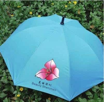 """据了解,目前贵阳投放的雨伞,都是彩色条纹的雨伞,有网友戏称""""彩虹伞"""""""