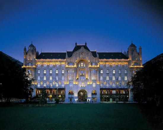 乔治五世四季酒店曾被许多杂志评为