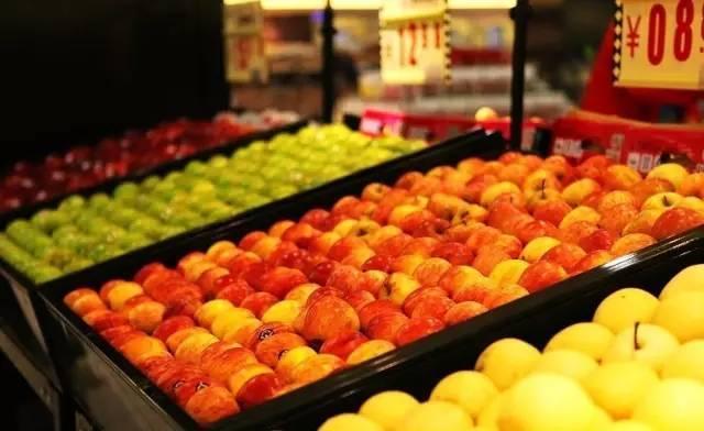 揭秘水果批发潜规则:1吨水果靠废纸和箱子可多赚数千元