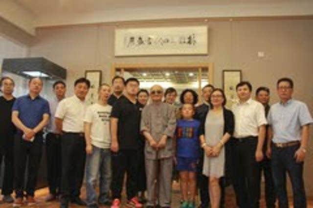 秦皇岛市市委常委,宣传部长陈玉国宣布展览开幕