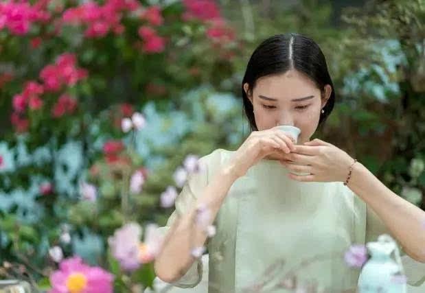喝乌龙茶能减肥吗_十六岁的女生喝茶好不好?适合喝什么茶-16岁可以喝茶吗?
