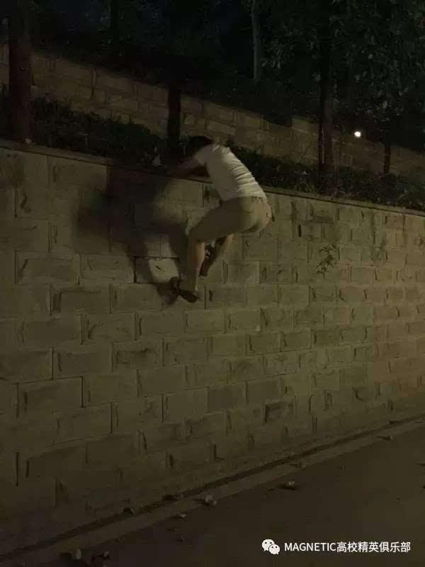 男友看完回家路上就非要给我表演翻墙