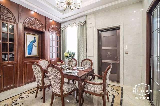 美式客厅大多开阔大气,电视背景墙拱形的设计体现是美式元素中最为经图片