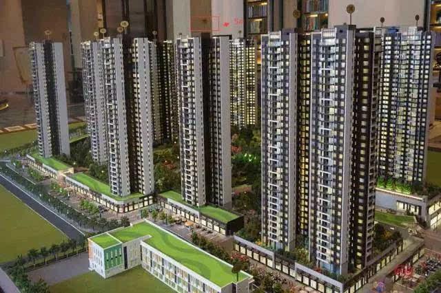 据了解,路劲天隽峰目前在售5号楼,主推133-170平米四房,带装修价格约2