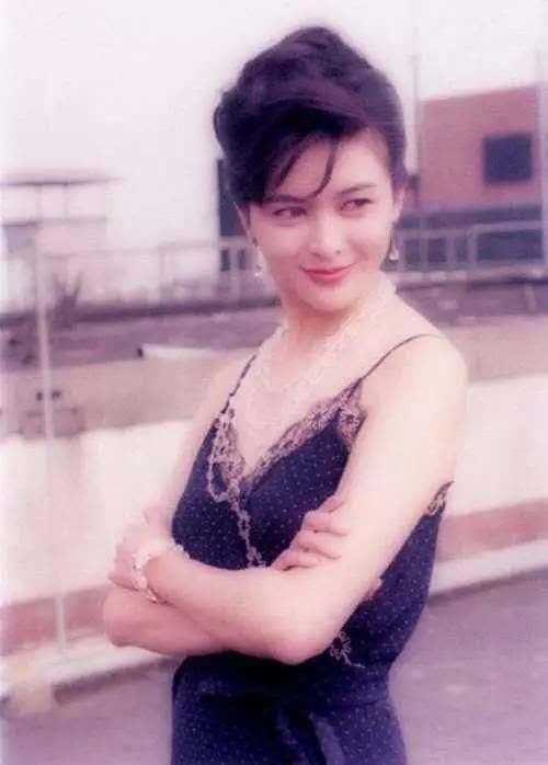 網友翻出關之琳年輕時候的照片,發現關之琳果然因為年輕時長得太過圖片