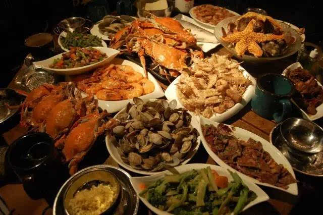 随后开始我们的海鲜大餐,之后大家可以在民宿休息,也可以走在枸杞的路