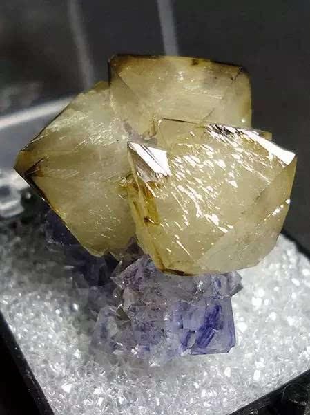 晶莹剔透的矿石,居然比钻石还美