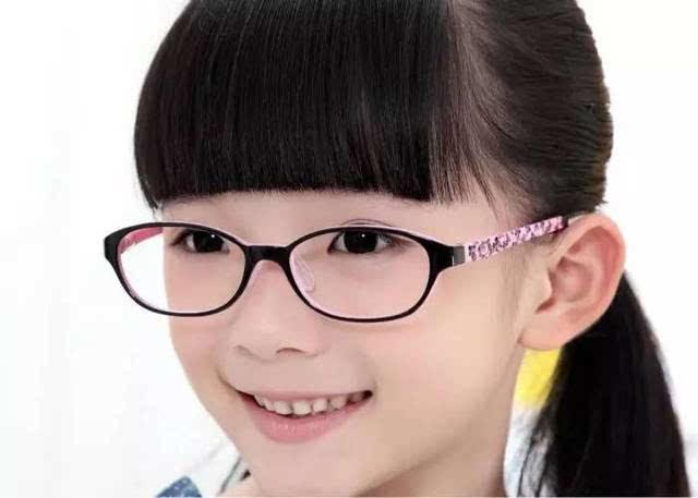 孩子轻度近视,到底要不要配眼镜
