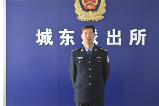 访兴化市公安局城东派出所所长孙荣芳