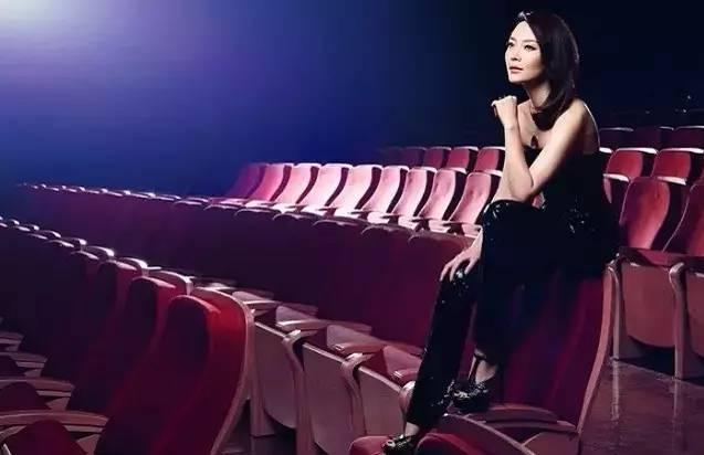 黄磊是她男闺蜜,孙红雷为她一掷千金,人到中年她依旧是中国穿旗袍最美的女人图片