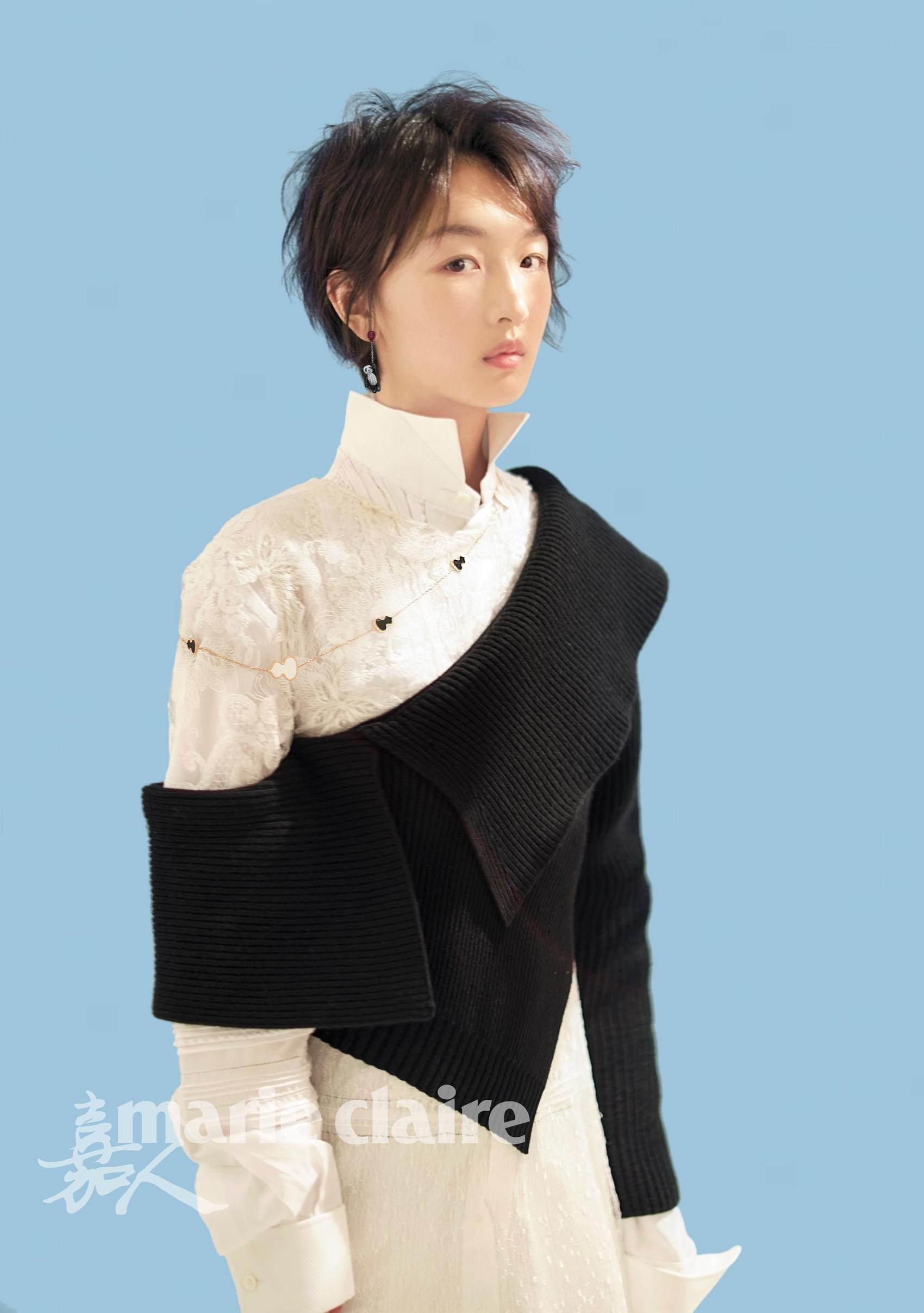 周冬雨登杂志封面 素颜出镜清爽恬静
