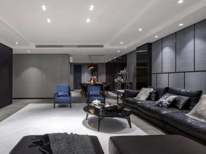 原标题:灰色畅想-现代风格装修设计案例欣赏 灰蓝色带来的是沉静优雅的感觉,灰色交织的蓝色梦境,将梦想照进现实。入户设计鞋柜,便于日后生活便利,门厅尽头设计衣帽柜,进门处理运用隐形门设计手法,使得过道端景一体性。侧面设计洗衣房,置顶移门便于空间规划和美观性,暗藏式空间使得空间一体性能统一。