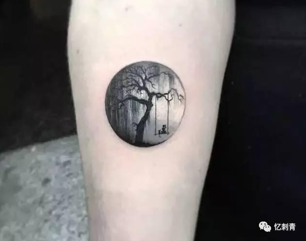 诗意的圆形纹身更接近于大自然.图片